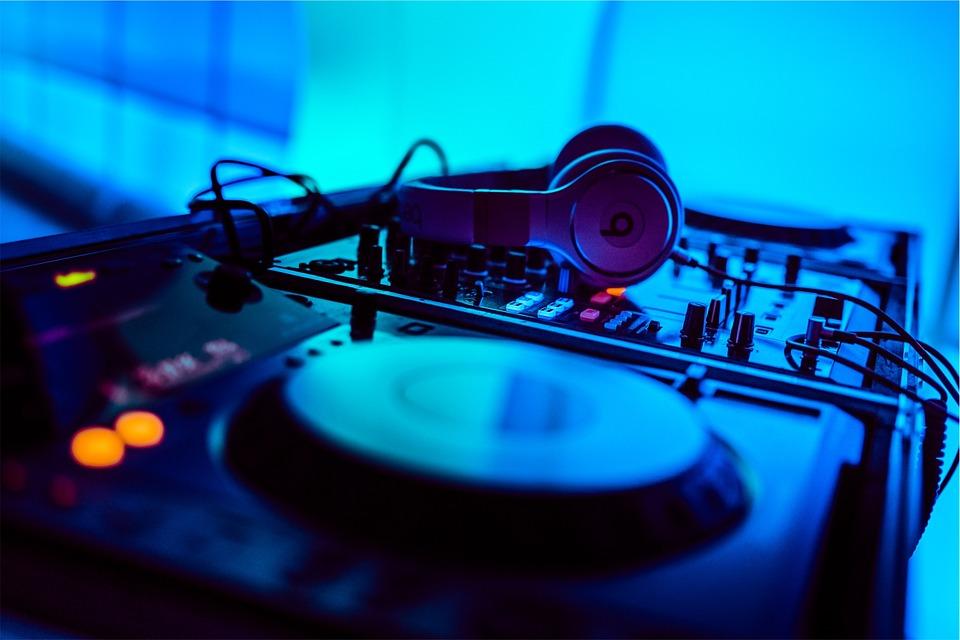 la-meilleure-la-table-de-mixage-DJ