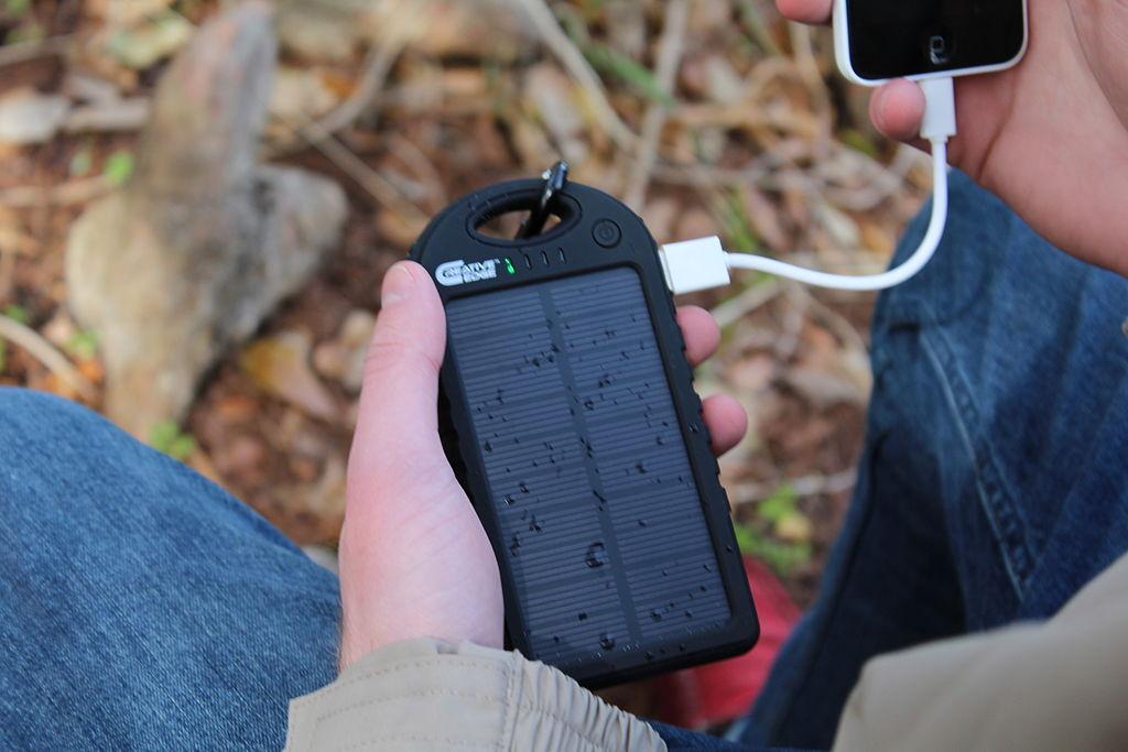 le-meilleur-chargeur-solaire-pour-téléphone-portable