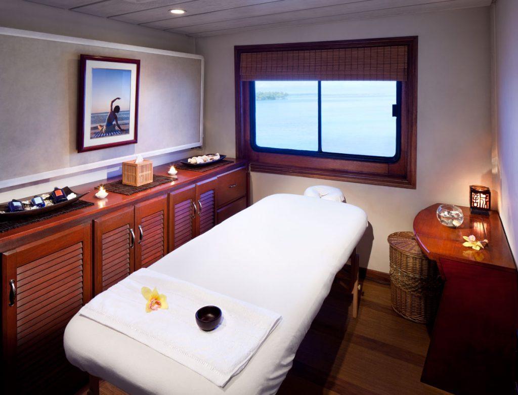 table-de-massage-pliante-dans-une-chambre